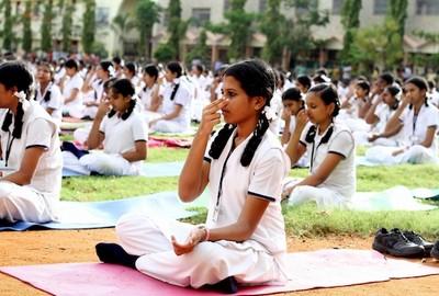 В индийском колледже студентам преподают випассану, чтобы они были спокойными и сконцентрированными: |400x270