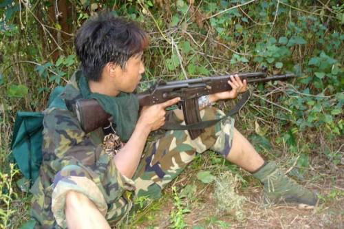 Мальчик-партизан в Бирме во время гражданской войны|500x333